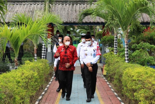 Tim Penilai Internal (TPI) dari Inspektorat jenderal Kemenkumham melakukan monitoring dan evaluasi di lapas yang dipimpin Gun Gun Gunawan.